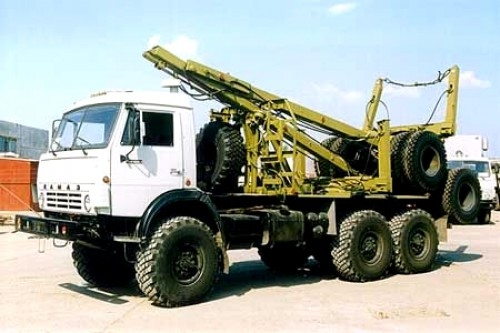 Лесовозный тягач (хлыстовоз) КАМАЗ 43118 с системой самопогрузки прицепа-роспуска в наличии и на заказ