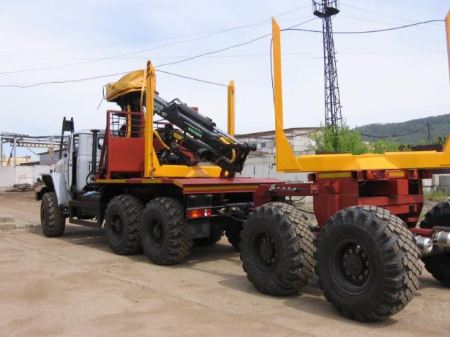 Лесовоз УРАЛ 55571-70 с прицепом-роспуском и манипулятором ОМТЛ-97 (Лесовозный автопоезд) в наличии и на заказ