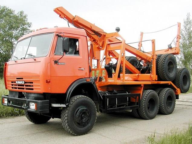 Лесовоз КАМАЗ 43118 с системой самопогрузки прицепа-роспуска в наличии и на заказ